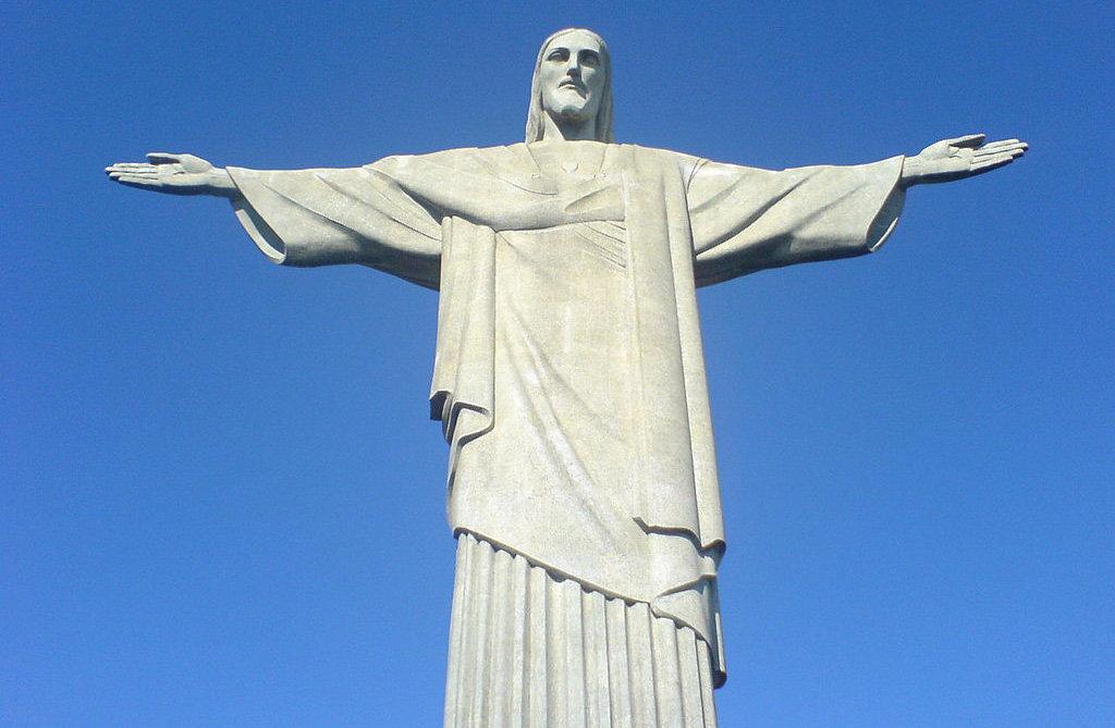 是该市的标志,也是世界最闻名的纪念雕塑之一,耶稣像耶稣像位于巴西
