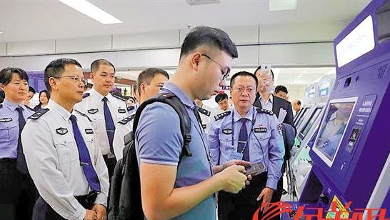 广东出入境办证更高效过去要一周如今只用两分钟
