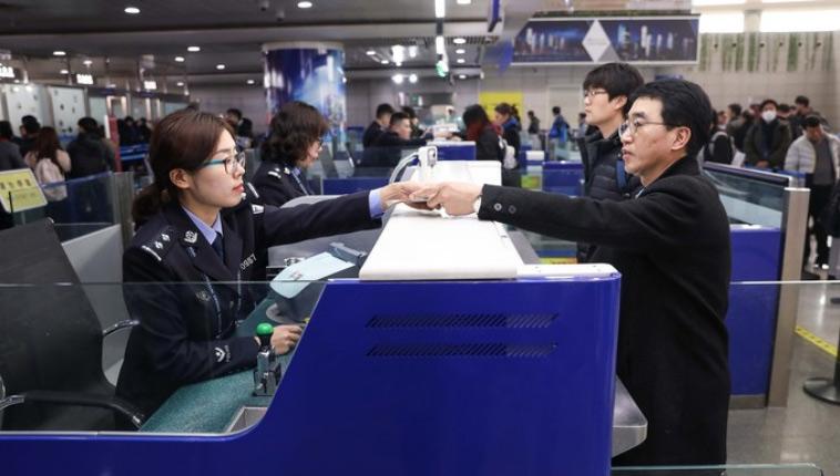 中国公民人均通关查验时间减至45秒,口岸排长队成历史