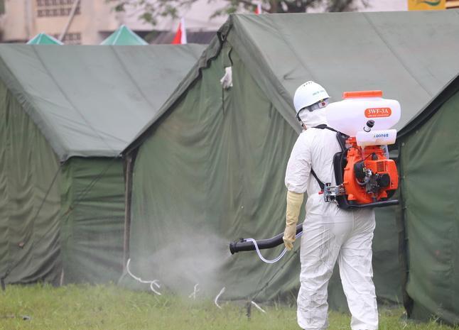 宜宾灾区武警开展疫情监测和消毒工作