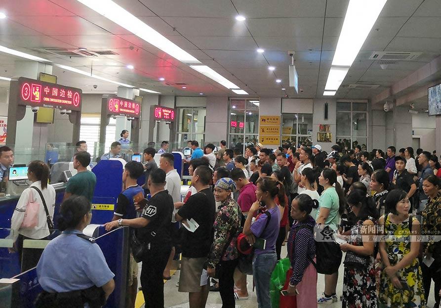 东兴口岸今年暑期出入境人员超过190万人次